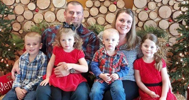 Family Sharing God's Love